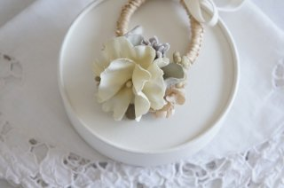 <img class='new_mark_img1' src='https://img.shop-pro.jp/img/new/icons47.gif' style='border:none;display:inline;margin:0px;padding:0px;width:auto;' />Hair tie / Pale dried flower & Ribbon