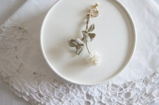 <img class='new_mark_img1' src='https://img.shop-pro.jp/img/new/icons47.gif' style='border:none;display:inline;margin:0px;padding:0px;width:auto;' />Earring or Pierce / white clover( pale olive )