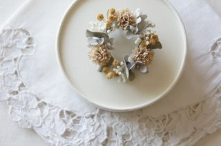 <img class='new_mark_img1' src='https://img.shop-pro.jp/img/new/icons47.gif' style='border:none;display:inline;margin:0px;padding:0px;width:auto;' />Wreath Corsage / Pale dry flowers