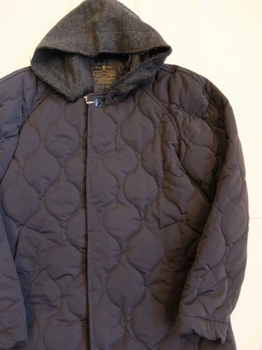 <img class='new_mark_img1' src='//img.shop-pro.jp/img/new/icons20.gif' style='border:none;display:inline;margin:0px;padding:0px;width:auto;' />TOY PLANE HOODED QUILTED LONG COAT