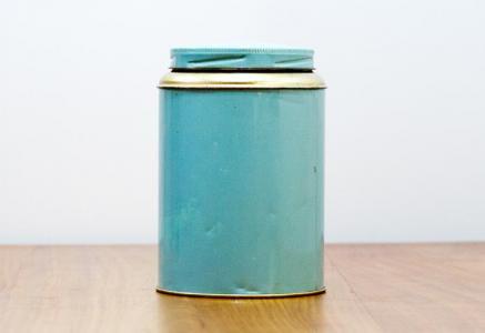 北欧で使われていた、ブリキ缶(水色)
