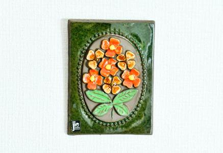 Jie Gantofta(Jie釜)/オレンジ色のお花の陶器の壁掛け/スウェーデン