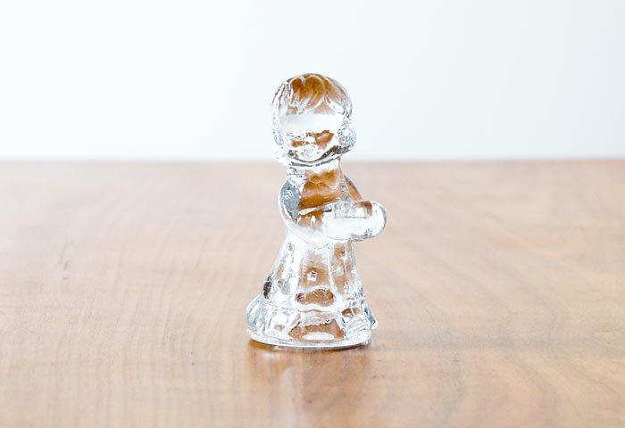 北欧で使われていた、ガラスでできた少女のキャンドルスタンド 画像