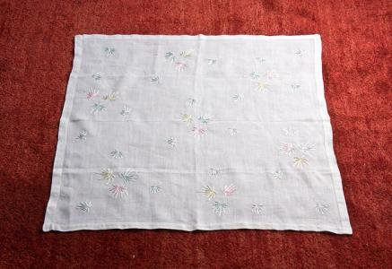 北欧で使われていた、刺繍のテーブルクロス/ビンテージ