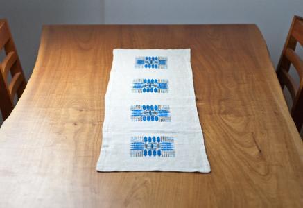 北欧で使われていた、刺繍のテーブルランナー/ビンテージ
