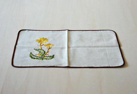 北欧で使われていた、たんぽぽの刺繍のランチョンマット/ビンテージ