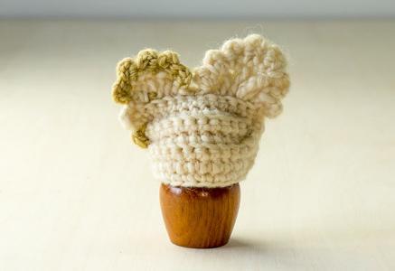 北欧で使われていた、毛糸で編まれたニワトリのエッグカバー(ホワイト)/ビンテージ