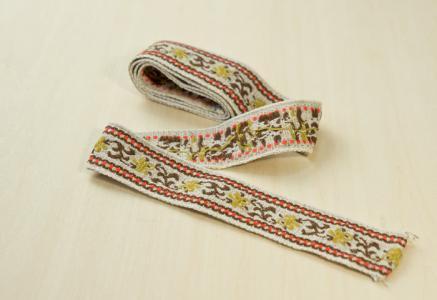 北欧で使われていた、レトロな柄が織り込まれた刺繍の紐(リボン)/ビンテージ