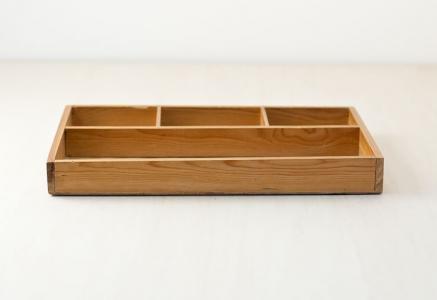 北欧で使われていた、木製の仕切りトレー