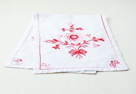 北欧で使われていた、赤い刺繍のセンタークロス/ビンテージ/F0022