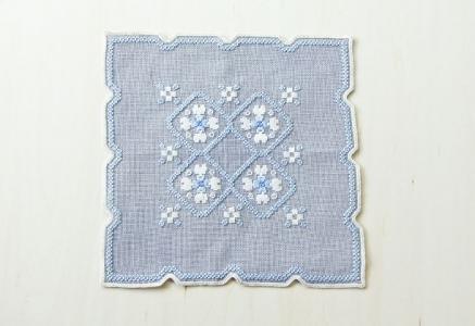 北欧で使われていた、刺繍のドイリー/ビンテージ/F0101
