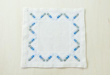 北欧で使われていた、刺繍のドイリー/ビンテージ/F0102