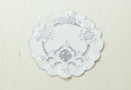 北欧で使われていた、刺繍のドイリー/ビンテージ/F0093