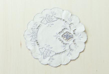 北欧で使われていた、刺繍のドイリー/ビンテージ/F0094