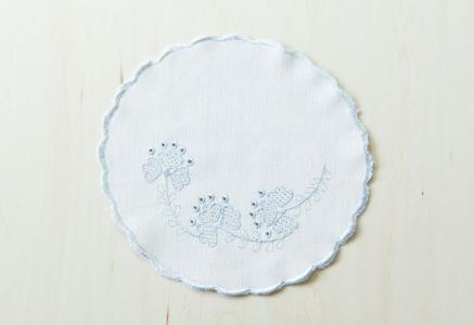北欧で使われていた、刺繍のドイリー/ビンテージ/F0108