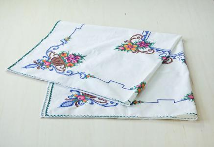 北欧で使われていた、刺繍のテーブルクロス/ビンテージ/F0089