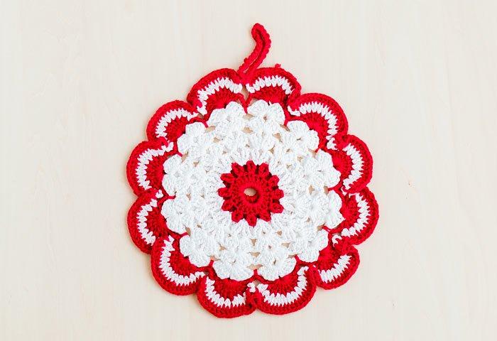 北欧で使われていた、赤い花のモチーフのポットホルダー(鍋つかみ)/ビンテージ/F0135-1 画像