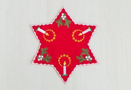 北欧で使われていた、クリスマス用のドイリー(敷き物)/ビンテージ/F0139