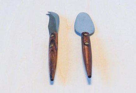 北欧で使われていた、チークの柄のチーズナイフのセット / ビンテージ / T0364