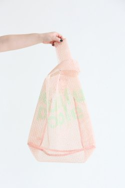 beautiful people(ビューティフルピープル) stopper sheet logo print bag pink