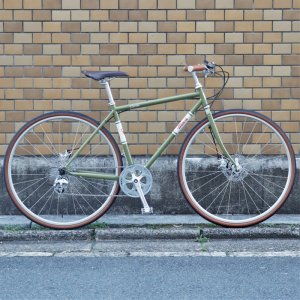 <img class='new_mark_img1' src='https://img.shop-pro.jp/img/new/icons1.gif' style='border:none;display:inline;margin:0px;padding:0px;width:auto;' />MASI BICYCLES(マジィバイシクルズ) Sesto single 8speed(セスト 8スピード)クロスバイク カラー:Green Khaki