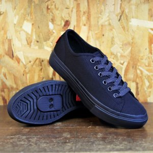 <img class='new_mark_img1' src='https://img.shop-pro.jp/img/new/icons1.gif' style='border:none;display:inline;margin:0px;padding:0px;width:auto;' />【CHROME INDUSTRIES / クロームインダストリーズ】KURSK AW PRO / クルスク AW プロ