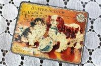 【 Callard & Bowser 】ミルクをこぼしたイヌとネコ イギリス製トフィー缶 ( ティンボックス)
