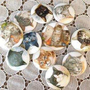 ネコのホワイトガラスボタン(チェコ)