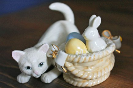 【 Lenox 】ネコとイースターバスケットに入ったウサギ