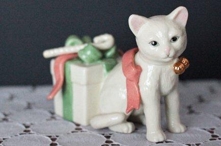 【 Lenox 】クリスマスフィギュリン|白ネコとクリスマスギフト