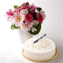 フルール・フロマージュ<冷凍配送> ピンク系のお花と一緒に ♪
