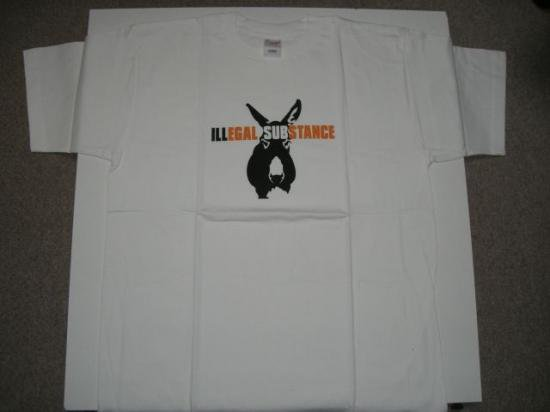 illegalsubstance Tシャツ