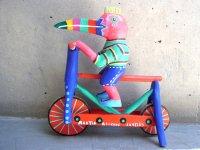 ウッドカービング 木彫り人形  [自転車に乗るトゥカン マルティン・メルチョール]