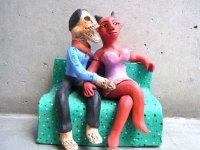 アギラールファミリー  陶人形  [悪魔女を口説く骸骨男]  オアハカ
