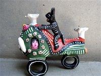オクミチョ 陶人形  [ディアブロと人間バイク] フォークアート B品