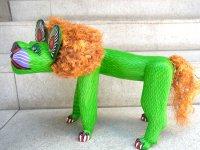 ウッドカービング 木彫り人形  [緑のライオン エピファニオ・フエンテス ]