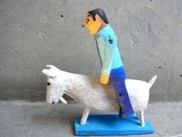 ウッドカービング 木彫り サンチアゴファミリー [フランシスコ ヤギに乗る少年]