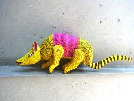 オアハカ ウッドカービング 木彫り人形  [アルマジロ] 復刻品
