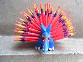 オアハカ 木彫り人形 ティルカヘテ [ハリネズミ ブルー&ピンク] Sサイズ