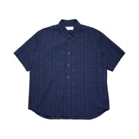 <img class='new_mark_img1' src='//img.shop-pro.jp/img/new/icons5.gif' style='border:none;display:inline;margin:0px;padding:0px;width:auto;' />THE SHORT SLEEVE SHIRT / NAVY STRIPE
