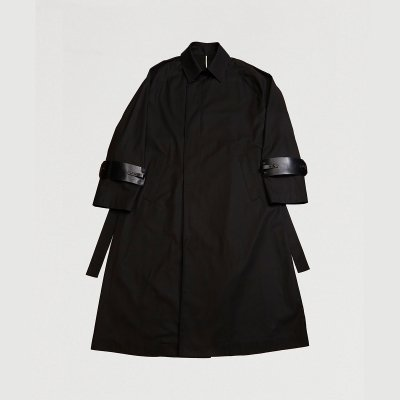 <img class='new_mark_img1' src='https://img.shop-pro.jp/img/new/icons47.gif' style='border:none;display:inline;margin:0px;padding:0px;width:auto;' />RAGLAN SLEEVED OVER COAT / BLACK × ACC : BLACK