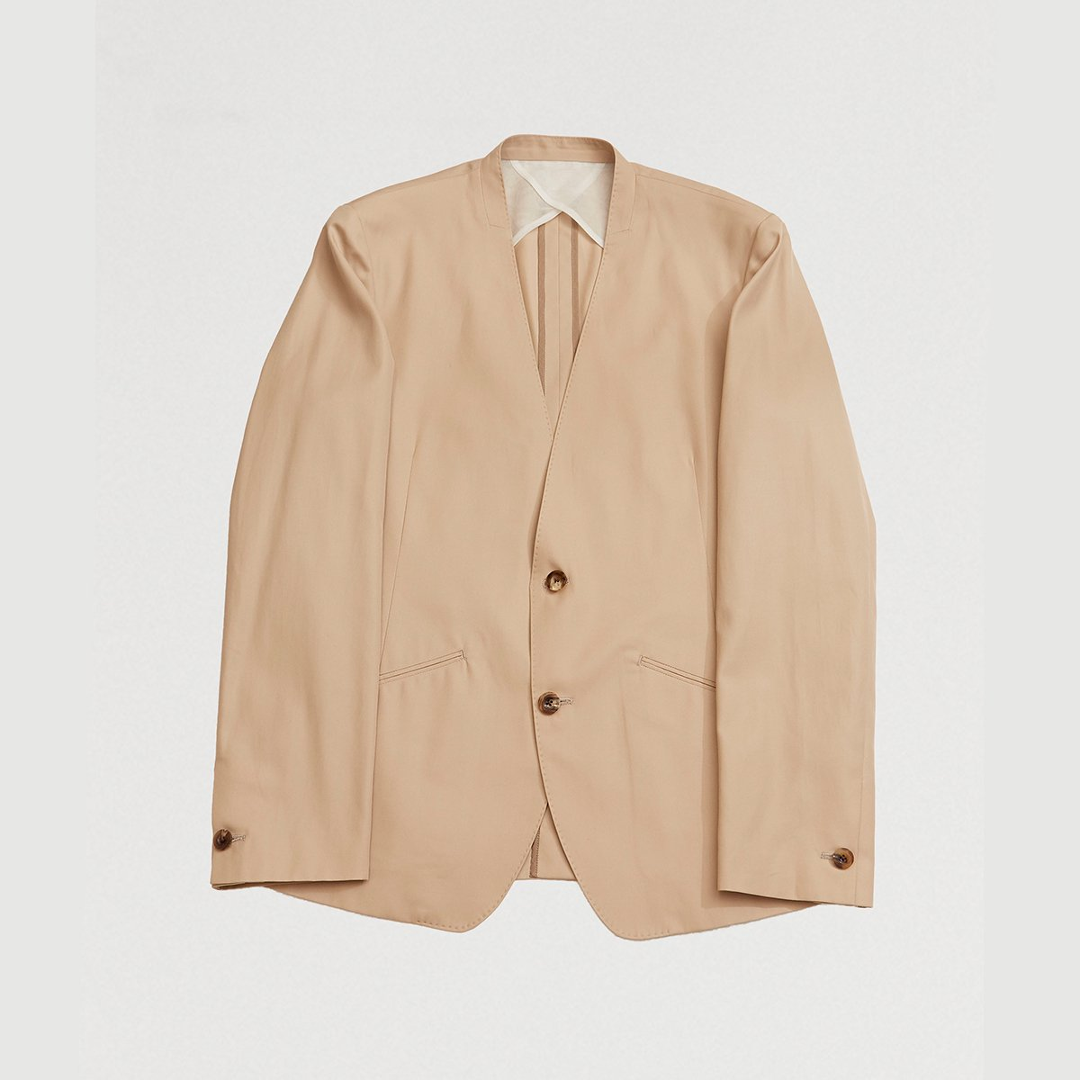 <img class='new_mark_img1' src='https://img.shop-pro.jp/img/new/icons5.gif' style='border:none;display:inline;margin:0px;padding:0px;width:auto;' />NO COLLAR JACKET / BEIGE