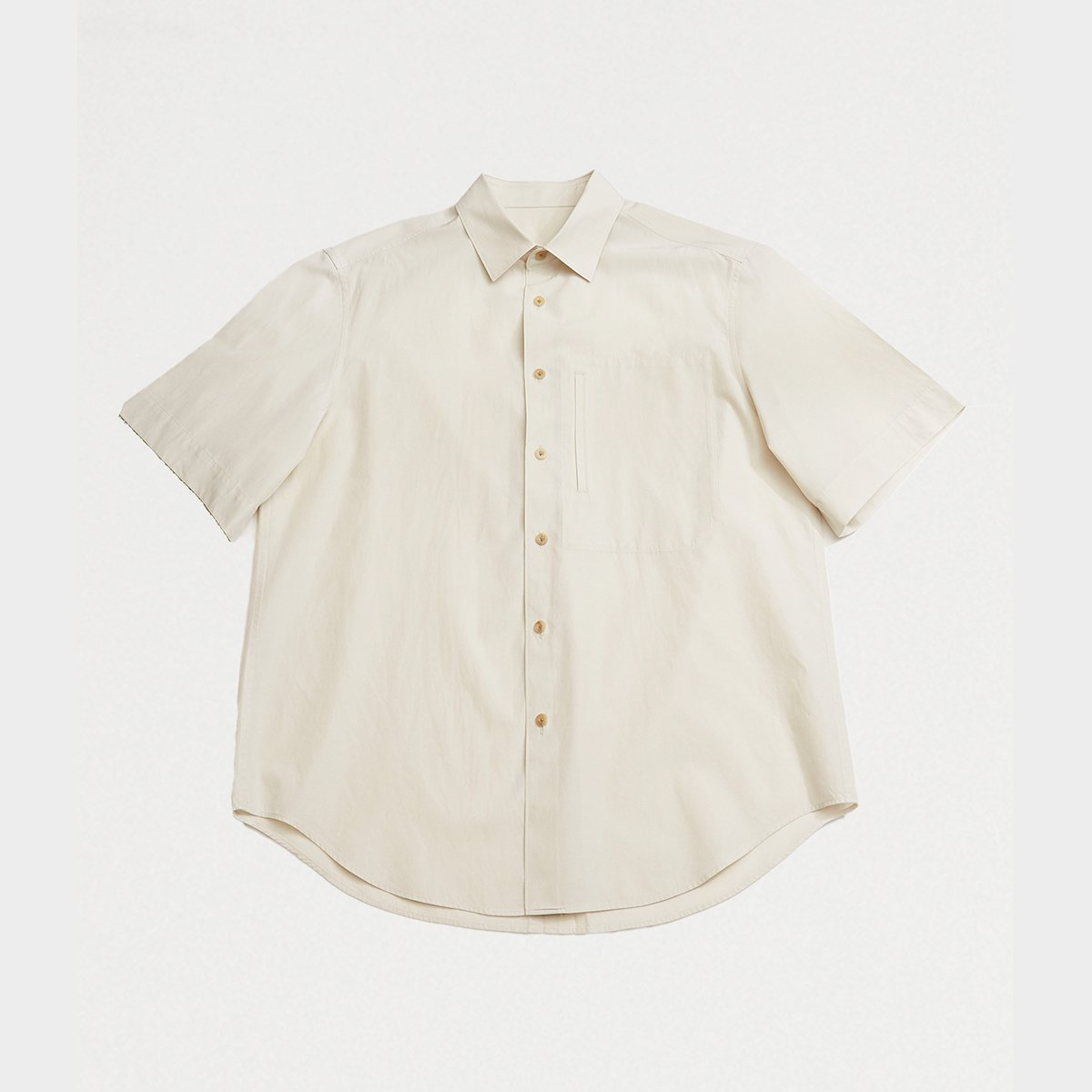<img class='new_mark_img1' src='https://img.shop-pro.jp/img/new/icons5.gif' style='border:none;display:inline;margin:0px;padding:0px;width:auto;' />CLASSIC SHORT-SLEEVED SHIRT / IVORY GRAY