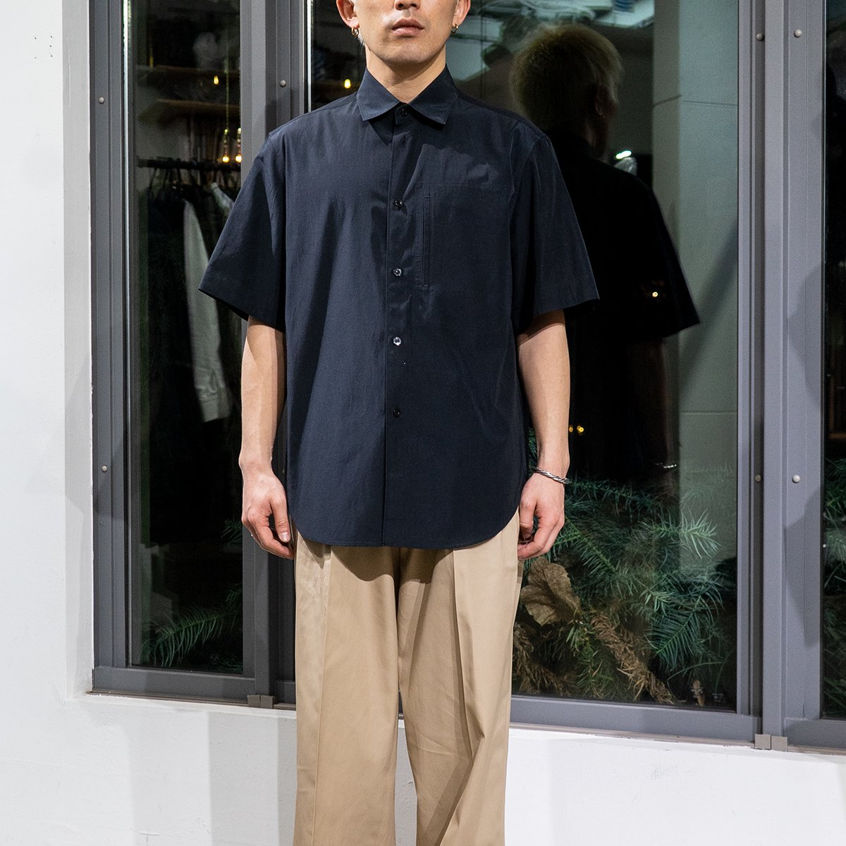 <img class='new_mark_img1' src='https://img.shop-pro.jp/img/new/icons5.gif' style='border:none;display:inline;margin:0px;padding:0px;width:auto;' />CLASSIC SHORT-SLEEVED SHIRT / BLACK