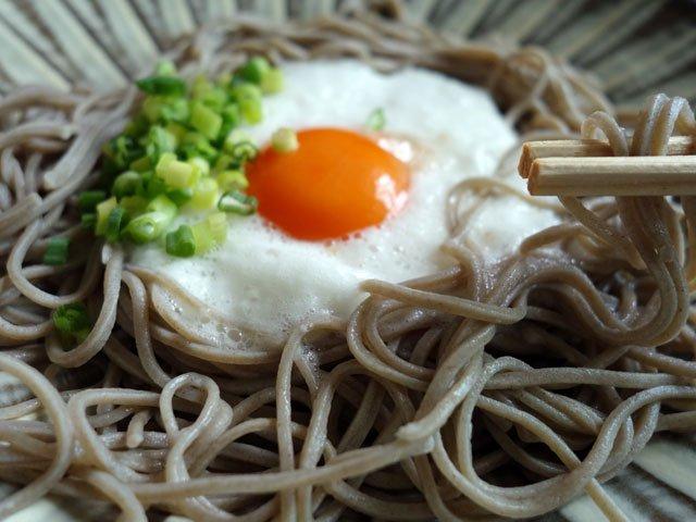 特青菊|石臼挽きそば粉の調理例。味が濃く、しっかりした食感が山かけそばに合います