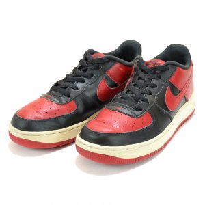 <img class='new_mark_img1' src='https://img.shop-pro.jp/img/new/icons50.gif' style='border:none;display:inline;margin:0px;padding:0px;width:auto;' />NIKE ナイキ AF1 ブルズカラー 赤黒 エアフォース1 ロー 【US7】