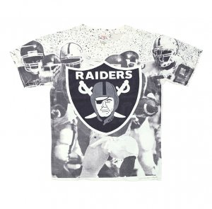 <img class='new_mark_img1' src='https://img.shop-pro.jp/img/new/icons50.gif' style='border:none;display:inline;margin:0px;padding:0px;width:auto;' />90'S RAIDERS レイダース NFL 総柄 ピクチャープリント ヴィンテージTシャツ 【L】