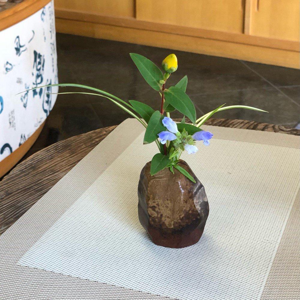 ミニ花瓶 雰囲気のある岩 その2