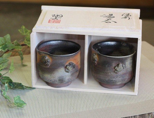 カニ付き湯呑み ペア(木箱入り)