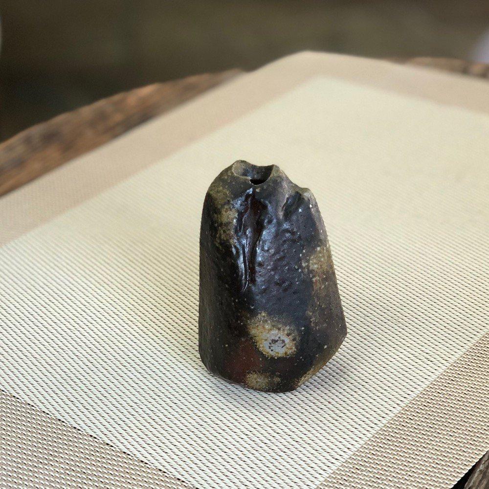 ミニ花瓶 雰囲気のある岩 その1